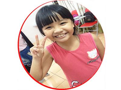 Lê Tuệ Nhi, học viên lớp Panda5, sau khoảng thời gian học kèm tiếng Anh tại BIS, điểm các bài kiểm tra tiếng Anh tại trường của Nhi tiến bộ rất nhiều.